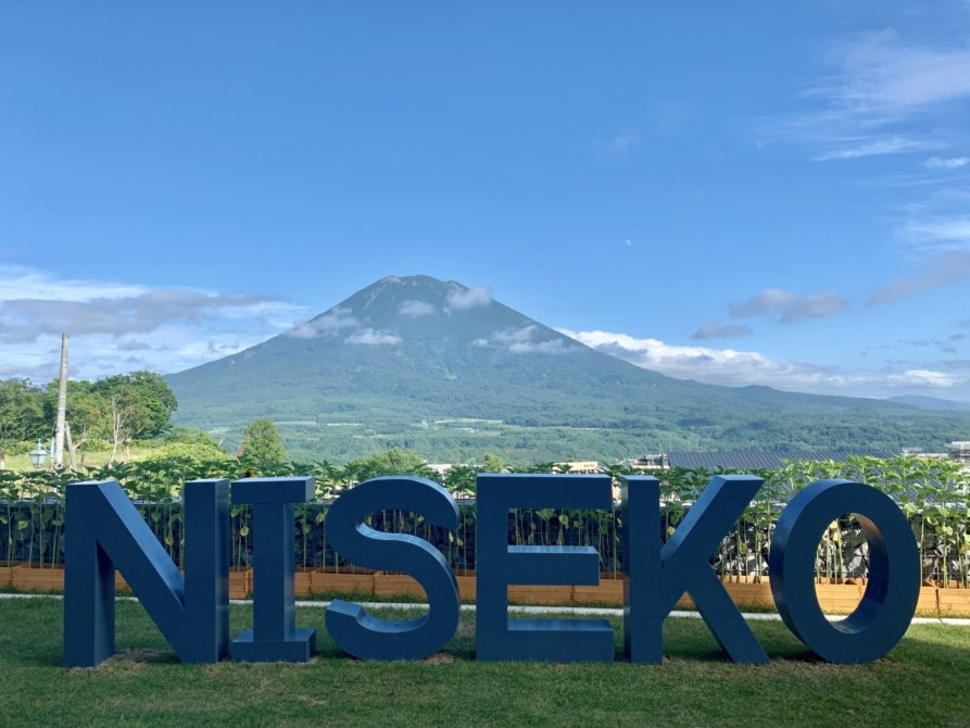 Niseko Sign Itself